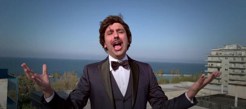 """Checco Zalone canta in quarantena """"L'immunità di gregge"""""""